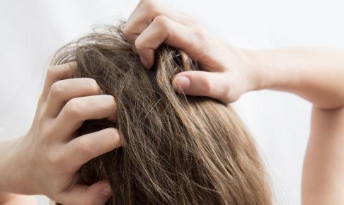 頭のかゆみの原因と対策法を簡単解説!毎日のセルフケアで予防しましょう!