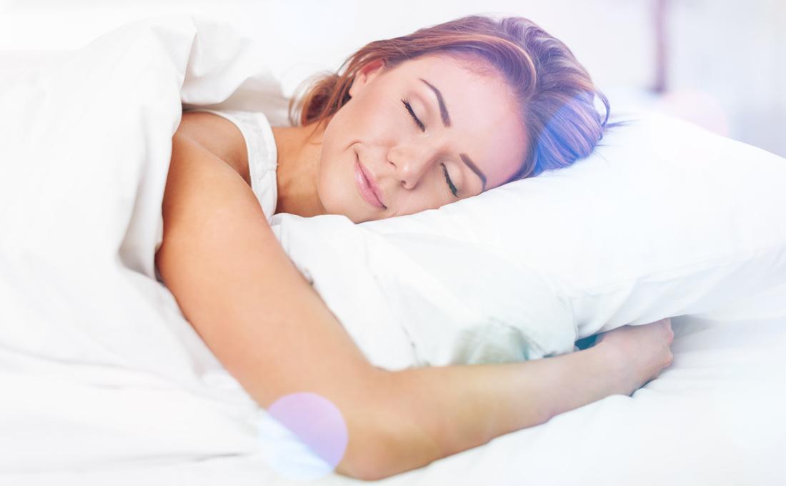 寝不足は肌荒れの原因にも!人気の快眠方法もまとめました!